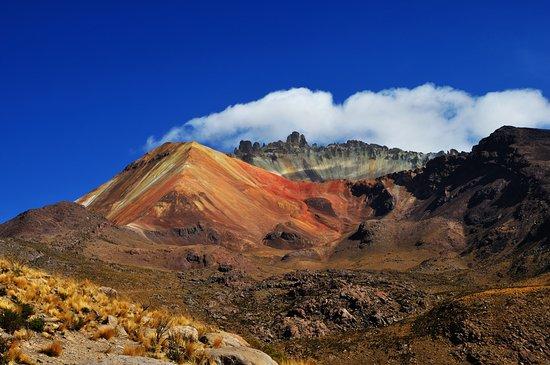 hiking-up-mirador-volcan