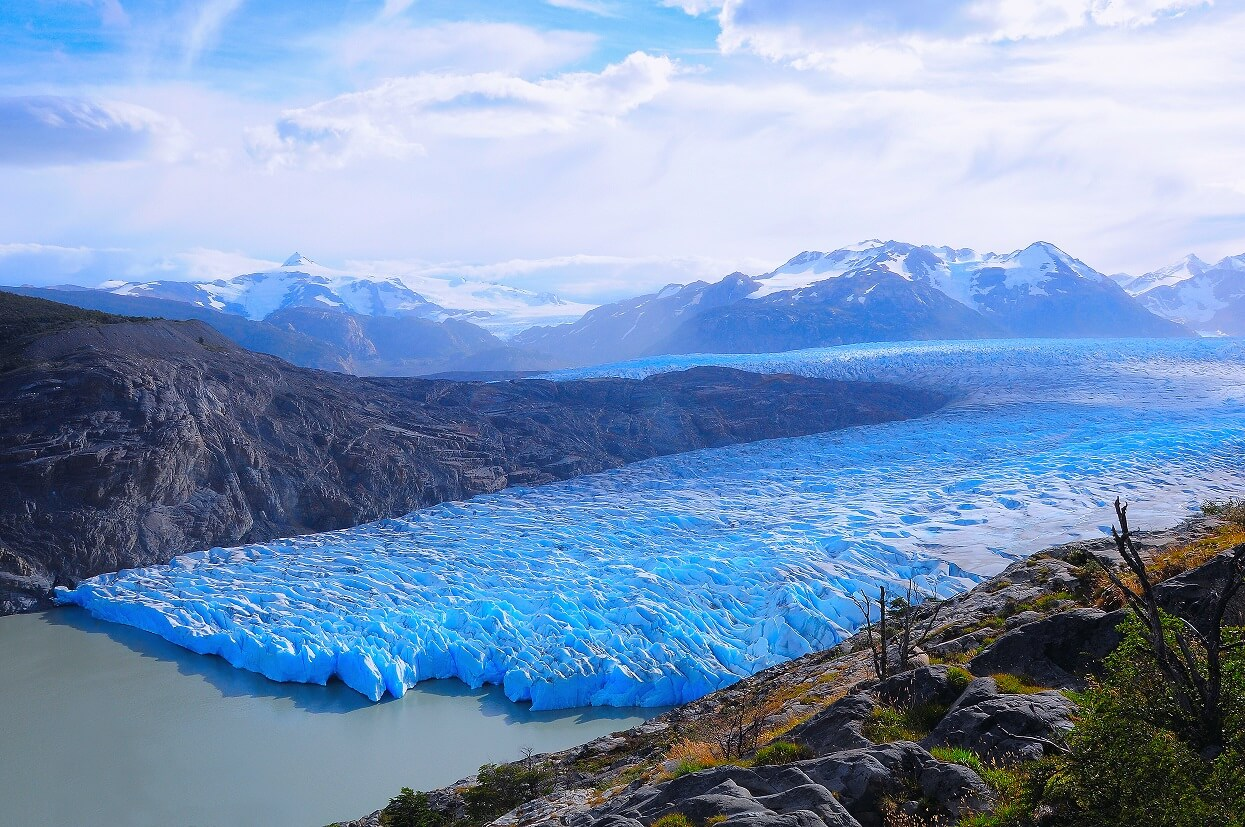 Huge iceberg breaks off Grey Glacier